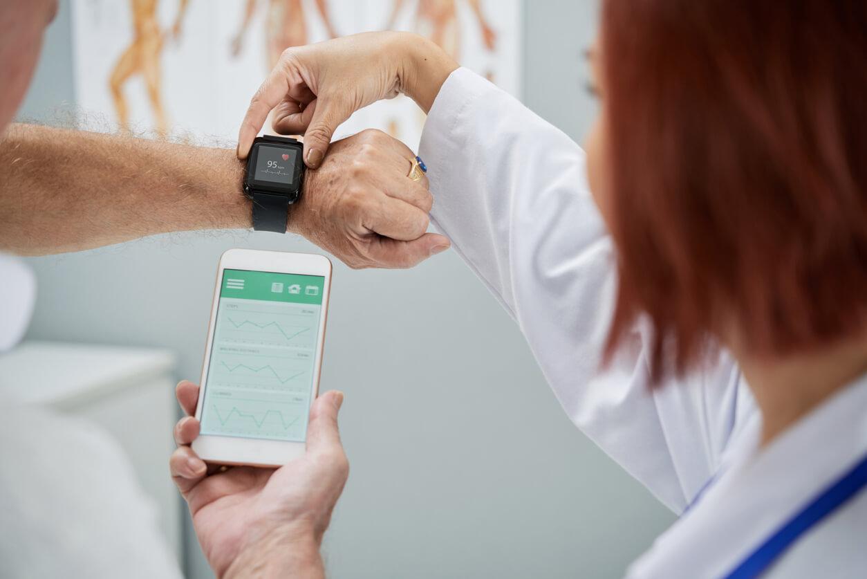 De voordelen van medische wearables in de ouderenzorg